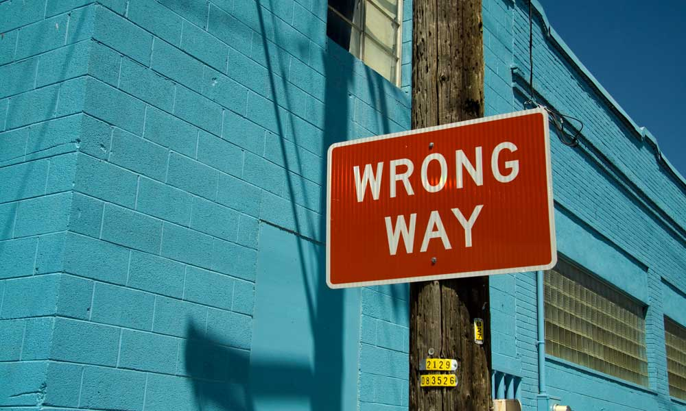 Wrong way roadsign